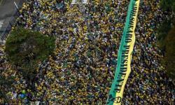 O povo mandou o recado: Todo poder emana do povo! Queremos trabalhar!