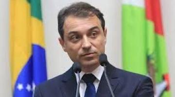 Carlos Moisés é absolvido pela justiça e volta ao governo de SC