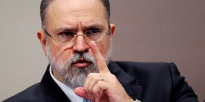 PGR rejeita abrir inquérito contra Bolsonaro por cheques de Queiroz