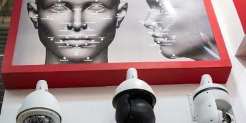China Office usa IA apenas para permitir que trabalhadores sorridentes entrem no prédio