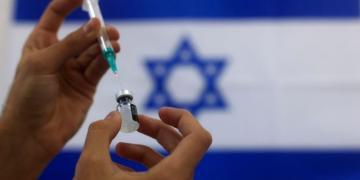 Israel se torna o primeiro país do mundo a aplicar a terceira injeção de COVID para pessoas já vacinadas