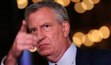 O prefeito de Nova York anuncia o mandato da vacina Covid para todos os funcionários da cidade