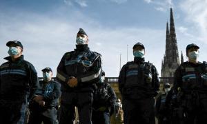 'Vamos cortar sua cabeça': prefeito francês ameaçado por causa de decapitação de professor