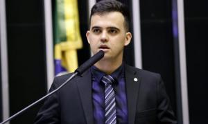 "Deputado apresenta projeto de lei para proibir ""gênero neutro"" no Brasil"