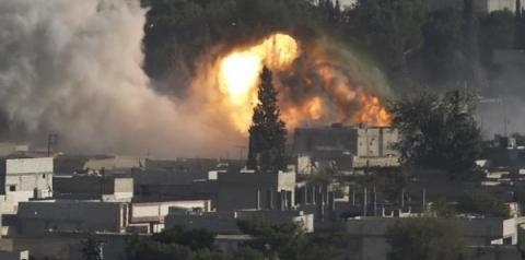 Estados Unidos bombardeiam instalações de grupos militantes no leste da Síria