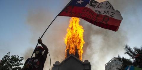 Duas igrejas católicas e a fé cristã foram vandalizadas no Chile.