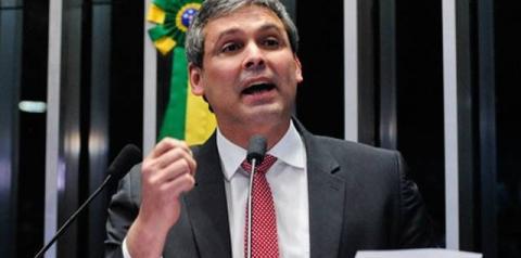 Justiça impugna candidatura de Lindbergh Farias a vereador do Rio