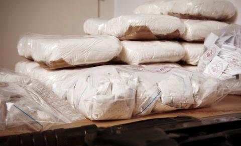 Polícia Federal apreendeu no Rio de Janeiro 2,5 toneladas de cocaína na forma mais pura e valiosa.