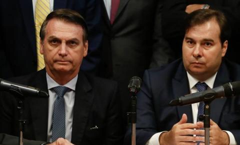 Bolsonaro zera alíquota de imposto para a importação de armas de fogo e Maia se aborrece.