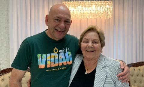 Mãe de Luciano Hang morre aos 82 anos por complicações por covid-19