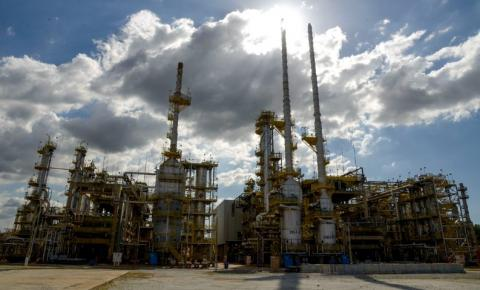 Petrobrás aumenta preço da gasolina em cerca de 8% nas refinarias