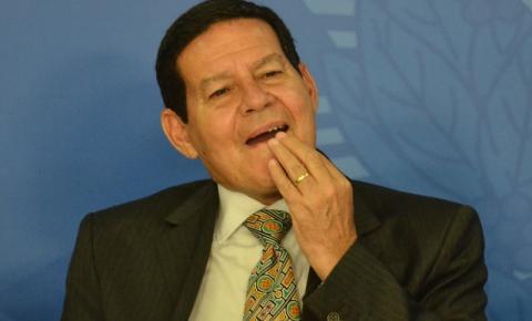 PCdoB se reúne com Mourão e chama o presidente Bolsonaro de