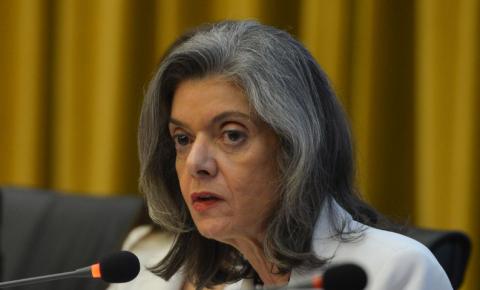 Cármen Lúcia pede que STF julgue notícia-crime contra Bolsonaro por