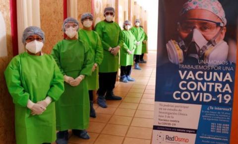 China enviou vacinas adicionais para testes clínicos na América Latina, mas elas foram usadas irregularmente para imunizar funcionários e artistas