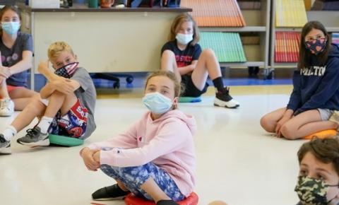 Um grupo de pais enviou as máscaras faciais de seus filhos a um laboratório para análise. Aqui está o que eles encontraram