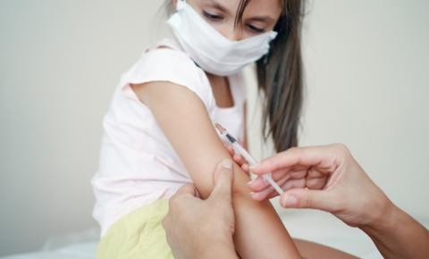 Crianças de 12 a 17 anos estão sendo vacinadas sem a autorização do Ministério da Saúde em Rondônia