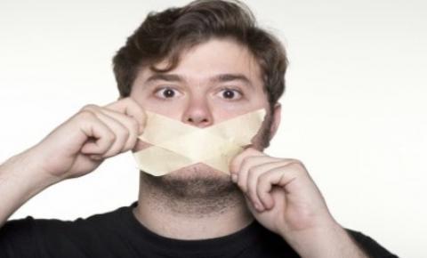 O silêncio ensurdecedor da mídia sobre os óbitos e os efeitos adversos graves das vacinas COVID denunciados no mundo