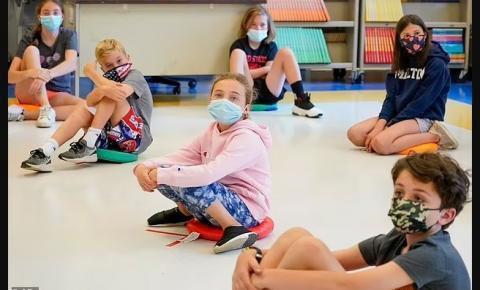 Usar máscara pode expor as crianças a níveis perigosos de dióxido de carbono em apenas TRÊS MINUTOS, concluiu o estudo