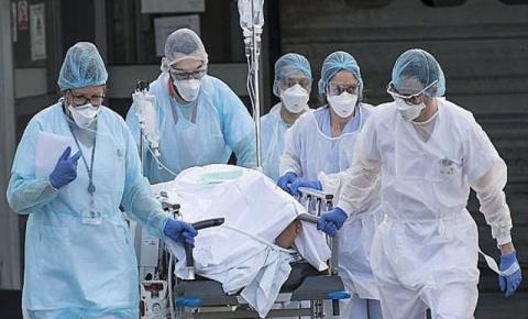 Centenas de trabalhadores de saúde indonésios vacinados pegam COVID-19, e dezenas foram hospitalizados