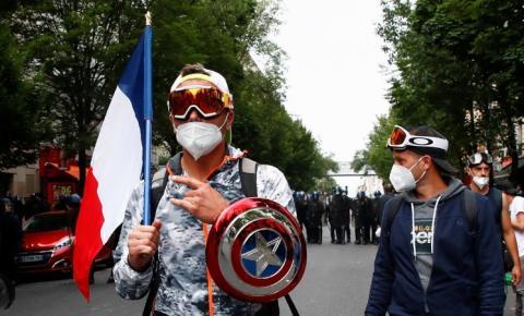 'A passagem não deve passar!' Manifestantes tomam as ruas em toda a França depois que Macron lança uma bomba sobre passaporte de vacina (FOTOS, VÍDEO)