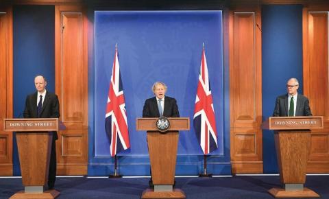 Governo do Reino Unido descarta planos para passaportes de vacinas
