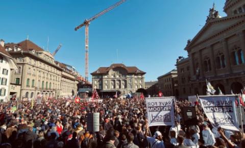 Suíça: grande protesto contra passaportes Vax, tirania de COVID na capital