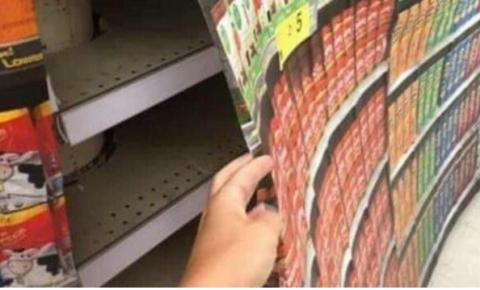 América se torna Coreia do Norte: campos de reeducação pelo CDC, supermercados exibem impressos de papelão de comida para esconder prateleiras vazias enquanto Biden balbucia