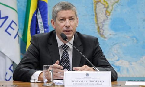 Embaixador da Ucrânia desmente Felipe Neto no Twitter