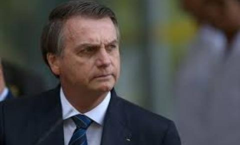 Escritor faz insinuação grave contra Jair Bolsonaro