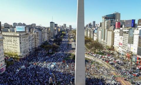 Milhares saem às ruas para protestar contra o governo de esquerda na Argentina