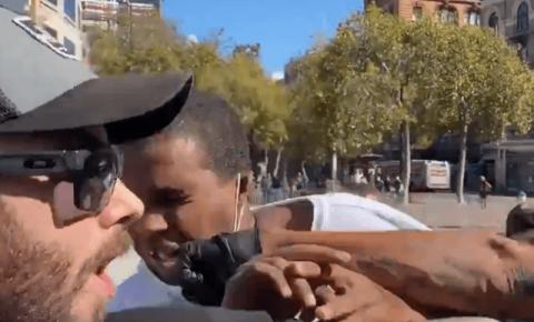 Antifa arranca os dentes de homem negro por realizar uma manifestação de liberdade de expressão