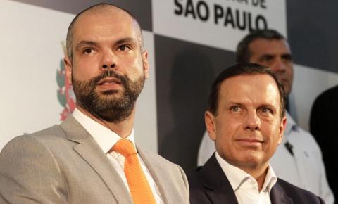 Após Doria falar em vacina obrigatória em SP, Covas nega necessidade da medida na capital