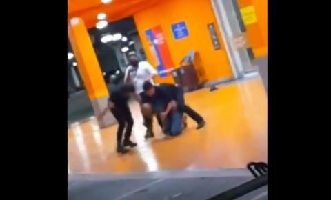Homem é espancado até a morte por seguranças do Carrefour de Porto Alegre