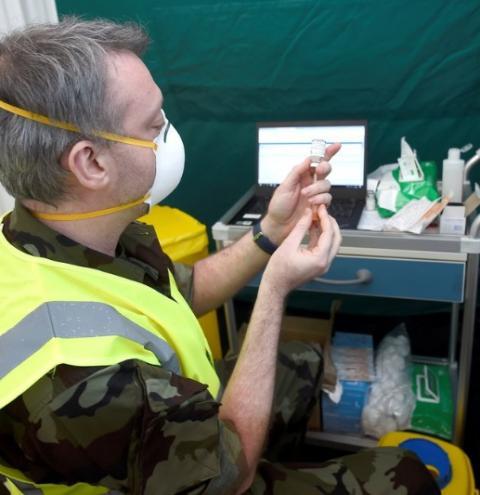 As autoridades de saúde irlandesas recomendaram a suspensão da vacina AstraZeneca devido à trombose detectada na Noruega